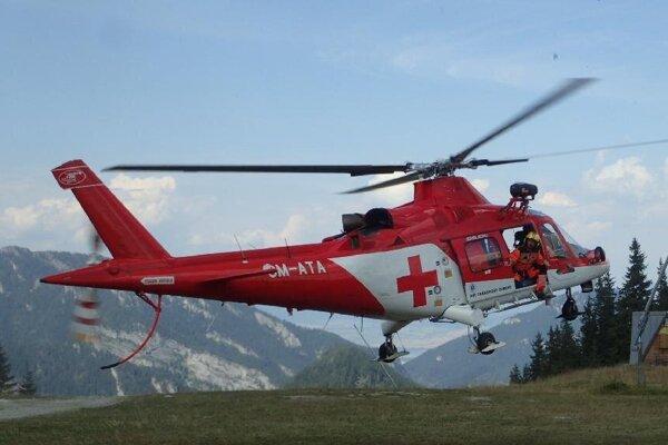 Vrtuľník odviezol turistku do popradskej nemocnice.