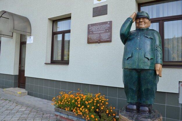 socha Švejka v Humennom