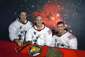 Posádka Apolla 13, zľava James A. Lovell, John L. Swigert a Fred W. Haise.
