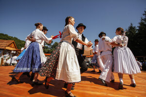 Folklórne slávnosti pod Poľanou.