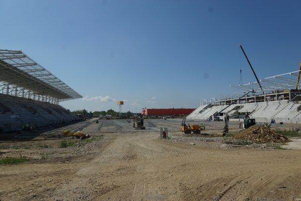 Košice budú mať po prvej fáze arénu s dvoma tribúnami. Na viac mesto nemá.