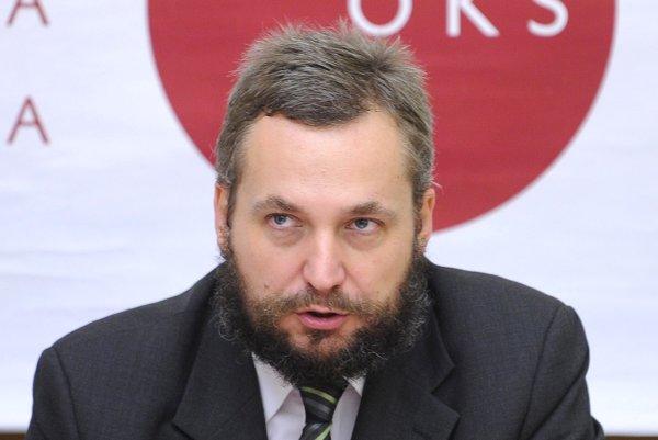 Sociológ a právnik Ondrej Dostál je od roku 2016 poslancom Národnej rady SR za SaS, v parlamente pôsobil aj v rokoch 2010 až 2012. Od apríla 2012 je predsedom OKS.