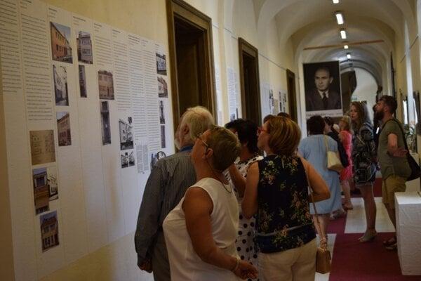Výstava v Mestskom múzeu v Lučenci predstavuje tvorbu významného architekta Oskara Winklera.