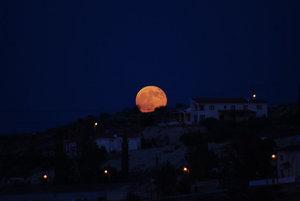 Augustový spln Mesiaca nad Idalionom.