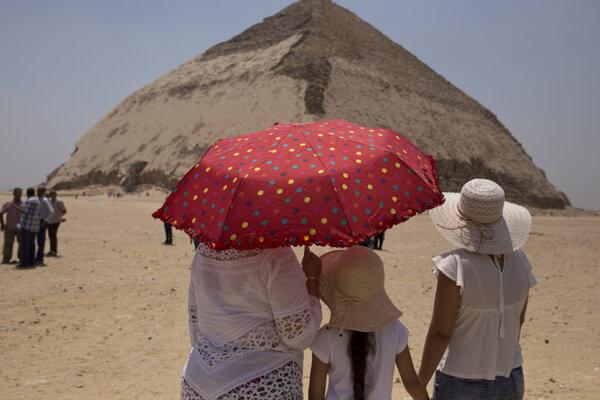 Pyramída v v nekropole Dahšúr.