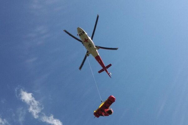 Muž bol letecky transportovaný do nemocnice v Poprade.