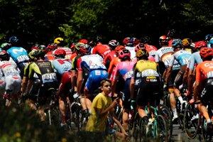 Pelotón počas desiatej etapy Tour de France.