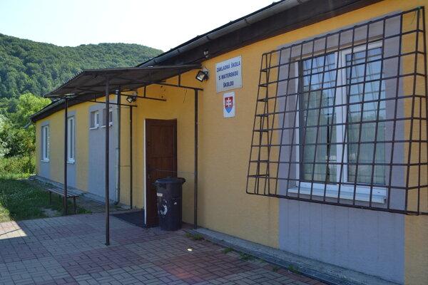 Škola v osade je jedinou neplne organizovanou školou v Humennom.