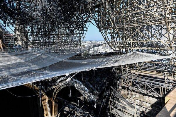 Katedrála Notre-Dame, ktorú pred tromi mesiacmi spustošil rozsiahly požiar.