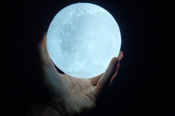 Viacerí umelci uchopili tému Mesiaca po svojom.