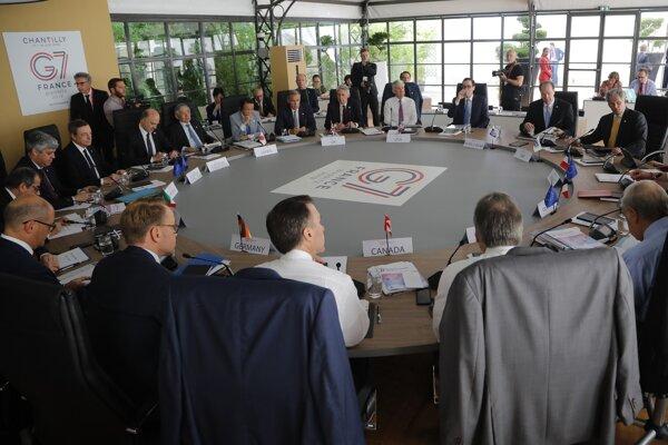 Ministri financií skupiny G7 na svojom stretnutí vo Francúzsku.