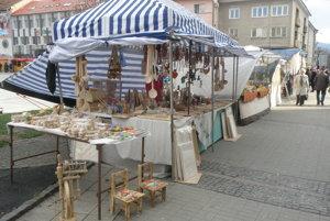 Na veľkonočných trhoch sú aj tradičné výrobky ľudových umelcov