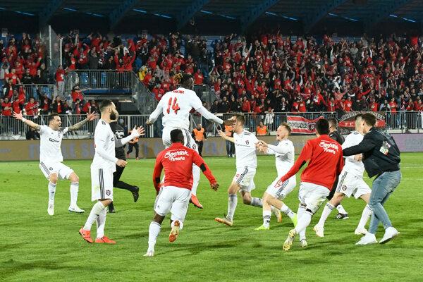 Triumf v Slovnaft Cupe obhajujú Trnavčania. Takto sa tešili po víťaznom finále v Nitre.