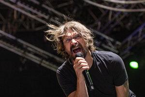 Dan Bárta na vystúpení s kapelou Illustratosphere.