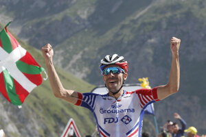 Thibault Pinot v cieli 14. etapy Tour de France 2019.