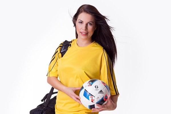 Zdravotníčka FC Výčapy-Opatovce Veronika Vargová, víťazka hlasovania čitateľov MY Nitrianskych novín o najkrajšiu nitriansku športovkyňu.