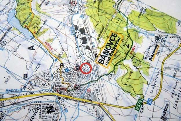 Na mape zvýraznená lokalita, v ktorej by mal stáť závod na spracovanie pneumatík.