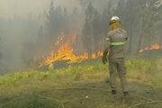 Zranení pri prácach boli podľa správ aj štyria hasiči.