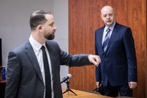 Obvinený Pavol Rusko (vpravo) a jeho advokát Marek Para.