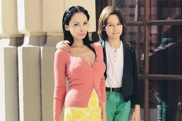 Adriana Poláková Šinka so svojím synom Julianom.