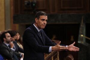 Premiér Pedro Sánchez v priebehu diskusie v španielskom parlamente.