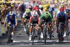 Záverečný šprint cyklistov v 16. etape Tour de France 2019.