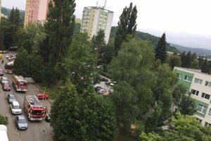 Dorazili až tri hasičské autá.
