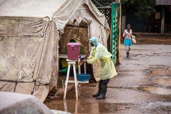 V západnej Afrike potrebujú s ebolou aj našu pomoc.