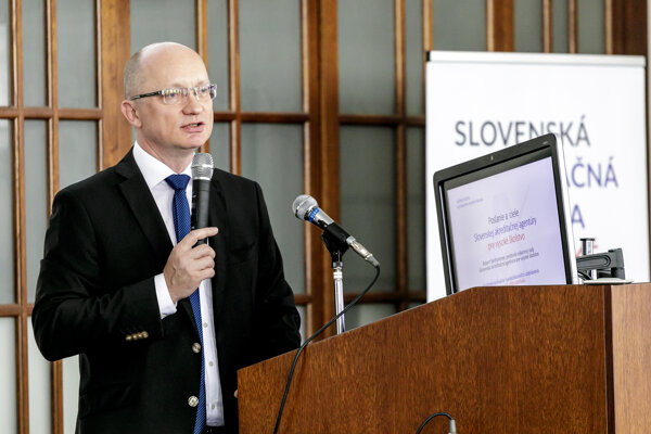 Predseda výkonnej rady Slovenskej akreditačnej agentúry pre vysoké školstvo Robert Redhammer.