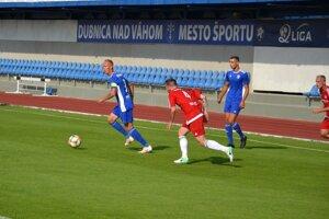 Dubnica (v modrom) bude hrať v Žiline.