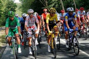 Zľava: Peter Sagan, Romain Bardet, Egan Bernal a Julian Alaphilippe počas poslednej 21. etapy na Tour de France 2019.