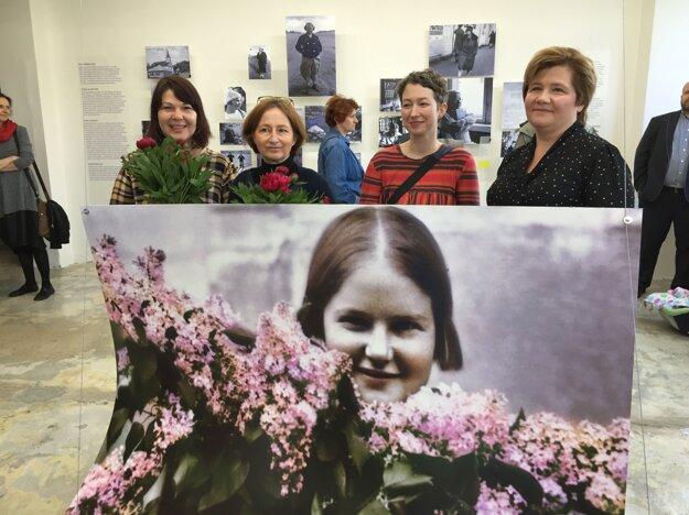 Anna Grusková (vľavo) so spolupracovníčkami na výstave Žena novej doby o Alžbete Gwerkovej, ktorú realizovala v roku 2019 v Banskej Štiavnici