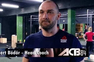 Podnikateľ Norbert Bödör ako tréner zápasníka Attilu Végha.