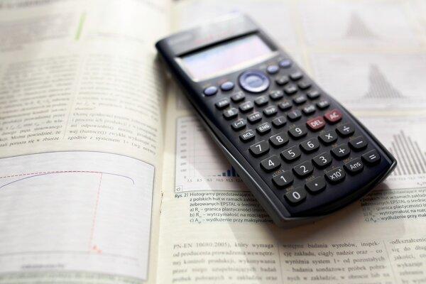 Matematická rovnica, ktorú by zdanlivo mal vyriešiť žiak prvého stupňa základnej školy, rozdelila internet.