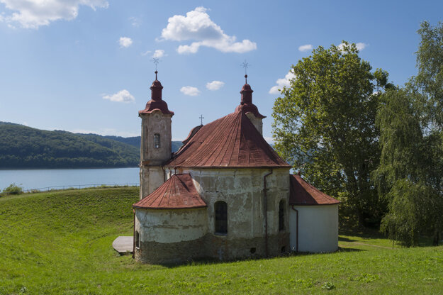 Kostol bývalej obce Kelča zatopenej priehradou Domaša.