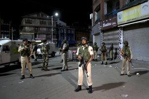Ulice v oblasti Kašmír obsadila indická armáda.