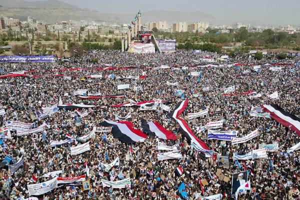 Protest sa konal v deň prvého výročia začiatku intervencie voči jemenským šiitským povstalcom.