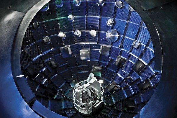 Drobný diamant stlačili presne miereným laserom v laboratóriu National Ignition Facility.