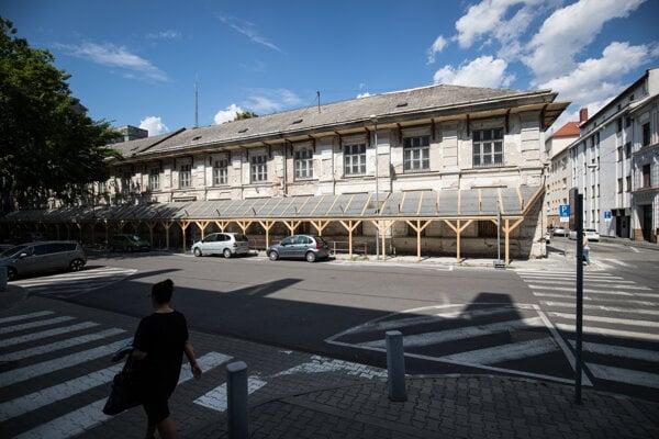 Práce na budove bývalej školy na Lazaretskej ulici.