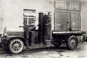 Nákladné vozidlo Laurin & Klement z roku 1919 poháňané plynom z uhlia