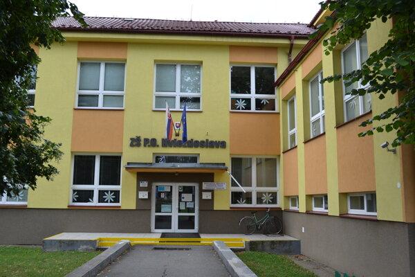 Základná škola P. O. Hviezdoslava sa topí v problémoch.