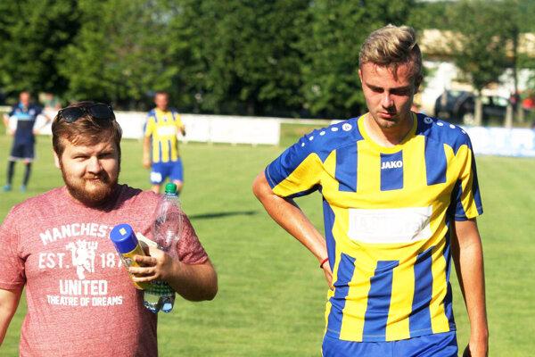 Vľavo doterajší prezident machulinského klubu Roman Ondrejka, vpravo hráč Christián Beňo. Ten sa pobral do Topoľčianok.