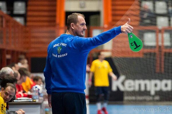 Tréner Marek Bozsóky počas zápasu