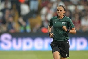 Hlavná rozhodkyňa Stéphanie Frappartová počas Superpohára UEFA medzi FC Liverpool - Chelsea Londýn.