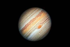 Jupiter v dávnej minulosti zrejme pohltil zárodok inej planéty. Zrážka výrazne ovplyvnila to, ako dnes vyzerá jeho jadro.