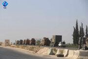 Turecký vojenský konvoj na ceste k strategicky významnému mestu Chán Šajchún.