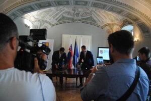 Na slávnostnom podpisovaní zmlúv o dotáciách PSK.