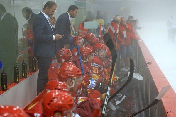 Dukla v prievidzskej hmle porazila HC Bratislava až po samostatných nájazdoch.