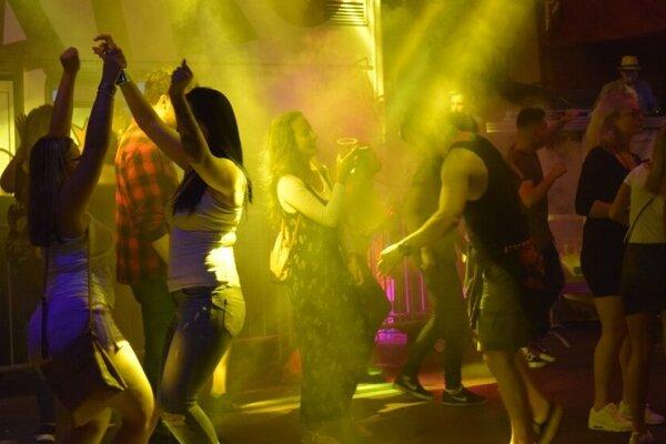 Sobotný program ukončila Mega street dance party.