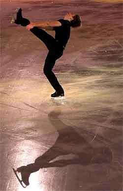 na zimnom štadióne ondreja nepelu v bratislave sa 28. januára 2001 na záver tohročných me v krasokorčuľovaní predstavili v exhibičnom programe najúspešnejší krasokorčuliari. na sn. alexej jagudin z ruska - strieborný v súťaži mužov. foto: ivan majerský/tasr